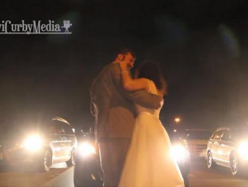Se casaron, bailaron en medio del tráfico y son viral en YouTube [VIDEO]