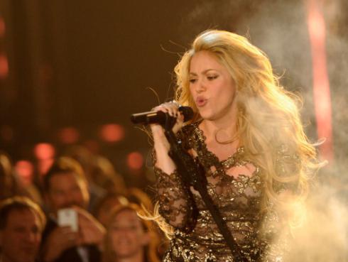 Shakira sorprende con sensuales movimientos en improvisado baile  [VIDEO]