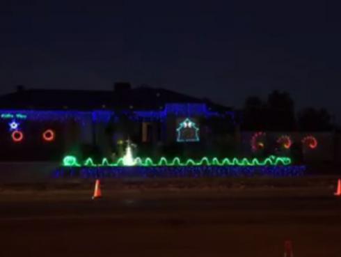 Si unes a AC/DC con un juego de luces navideñas este es el resultado [VIDEO]
