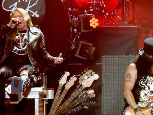 Slash afirma que Axl tiene material grabado para nuevo disco de Guns N' Roses