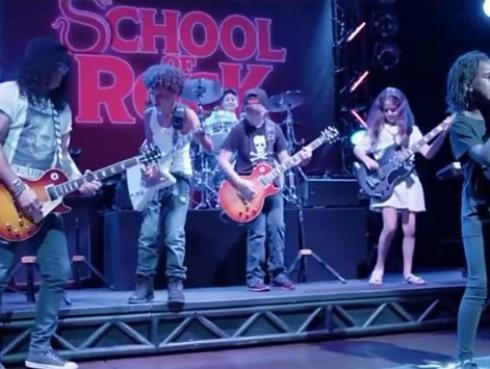 ¡Slash interpretó 'Sweet Child O'Mine' y 'Paradise city' con niños de Broadway! [VIDEO]