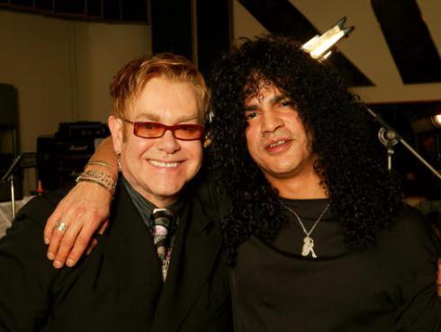 Slash consiguió el permiso de Elton John para grabar el clásico 'Rocket man'