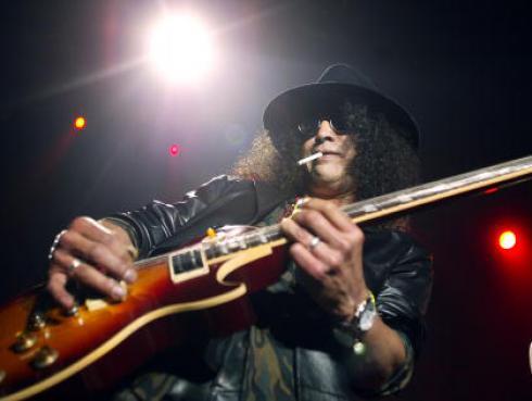 Subastarán histórica guitarra de Slash de los Guns N' Roses