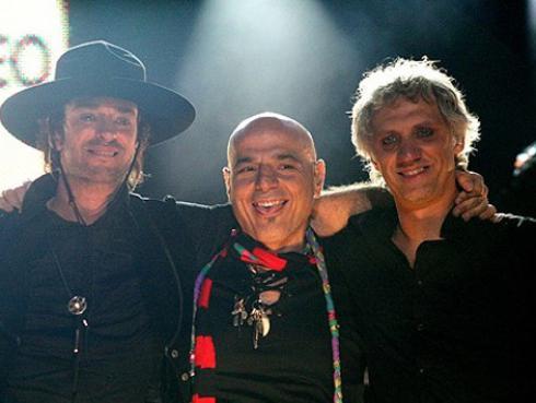 Charly Alberti homenajeó la esquina de Belgrano donde nació Soda Stereo