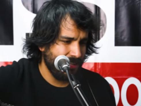 ¡El 'Perro' Calderón interpretó 'Alma, corazón y vida' en Sesiones Patrias en el Oasis!