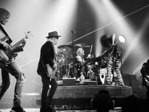 Steven Tyler y Joe Perry vuelven a protagonizar divertido momento en el escenario