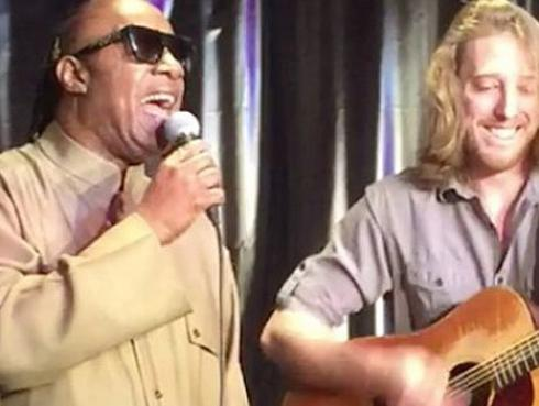 Stevie Wonder cantó 'Superstition' con músico ambulante [VIDEO]