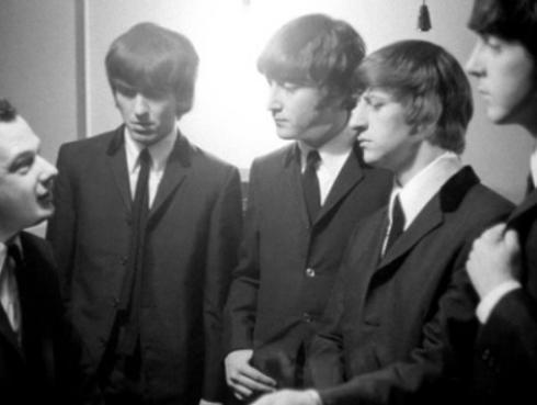 La reacción de The Beatles cuando se enteraron de la muerte de su mánager Brian Epstein, en 1967