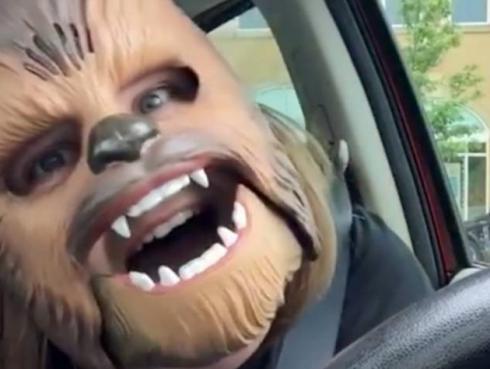 Historia de la 'Tía Chewbacca' tuvo final feliz [VIDEO]