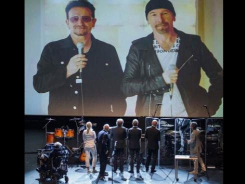 Bono y The Edge interpretaron 'Your Blue Room' para Stephen Hawking [VIDEO]