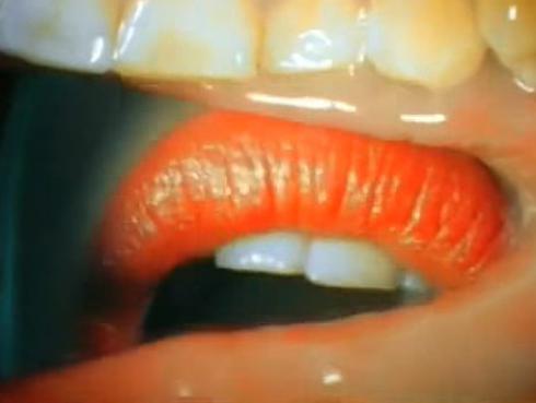 Así se ve un beso desde el interior de la boca ¿Te parece lindo?