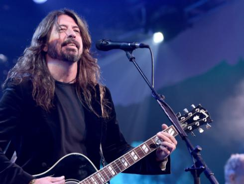 Dave Grohl sorprendió en un bar y cantó 'All apologies' de Nirvana [VIDEO]
