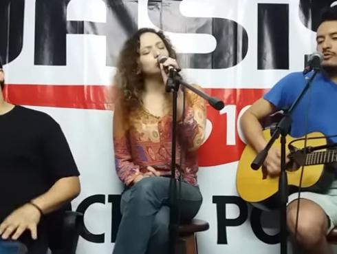 #Fogatera: Ximena Vásquez interpretó su tema 'Night & Days'