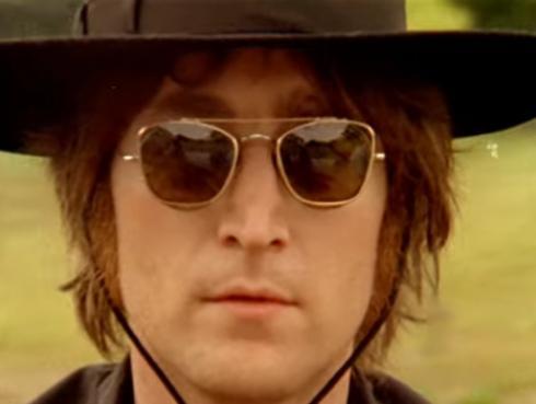 Yoko Ono sorprende a fans de John Lennon con este regalo por Navidad
