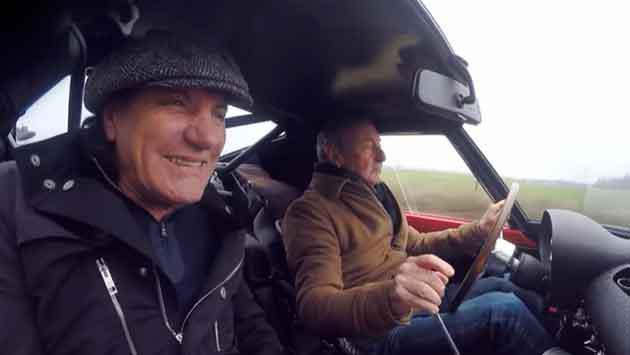 Baterista de Pink Floyd conduce su Ferrari junto al vocalista de AC/DC Brian Johnson