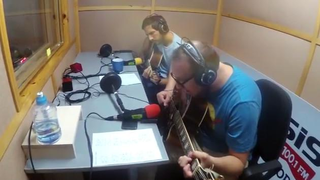 #Fogatera: El Marshall y Piccini interpretaron 'Crimen', de Gustavo Cerati