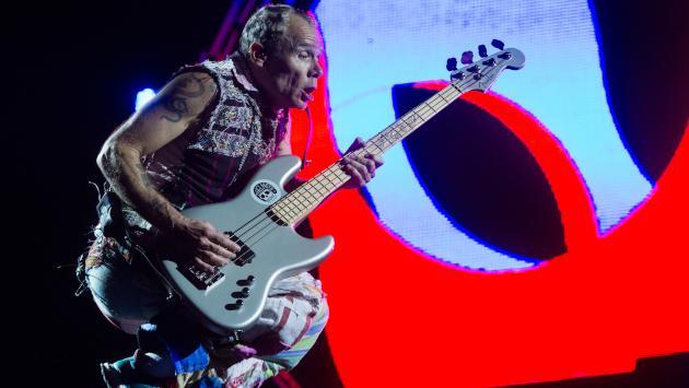 Flea de Red Hot Chili Peppers colabora con Fender para crear un nuevo bajo