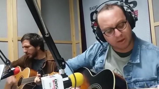 #Fogatera: El Marshall y Piccini interpretaron 'Sin Documentos', de Los Rodríguez