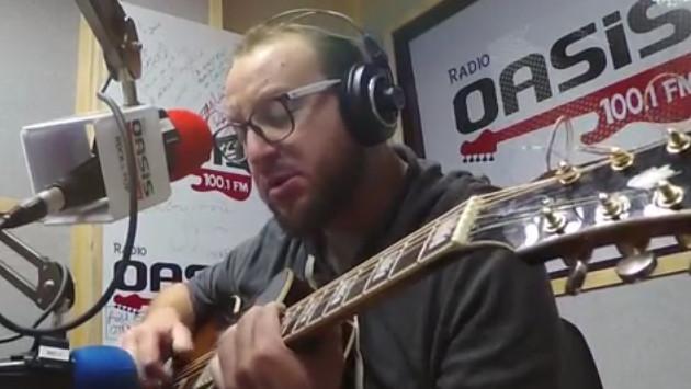 #Fogatera: El Marshall interpretó 'A Little Respect', de Erasure