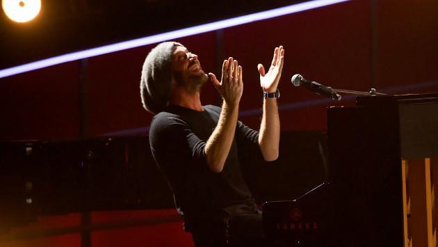 Hermana de Chris Martin se cambió el apellido para evitar ser relacionada con el líder de Coldplay