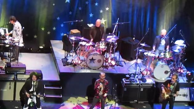 Phil Selway de Radiohead se unió a Ringo Starr para interpretar un clásico de The Beatles [VIDEO]