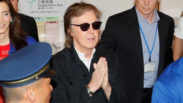 El gran recibimiento de Paul McCartney por sus fans en Japón