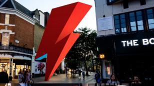 Campaña busca que David Bowie tenga escultura en forma de rayo en Londres [FOTOS]