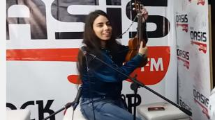¡Clara Yolks cantó 'Le dije a papá' y 'Ojos azules' en Sesiones Patrias en el Oasis! [VIDEO]