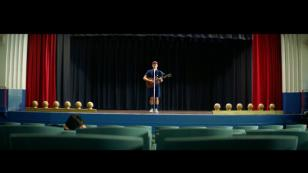Coldplay: Chris Martin protagoniza el videoclip oficial de 'Champion of the world'