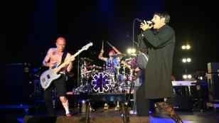 Red Hot Chili Peppers interpretó tema de Radiohead en Egipto [VIDEO]